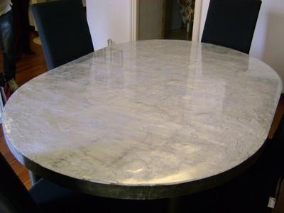 Rivestimento in resina di un tavolo