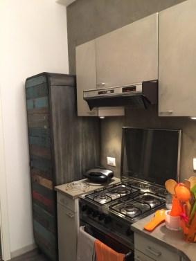 Restyling cucina: zona fuochi dopo, cappa e macchina del gas recuperate.