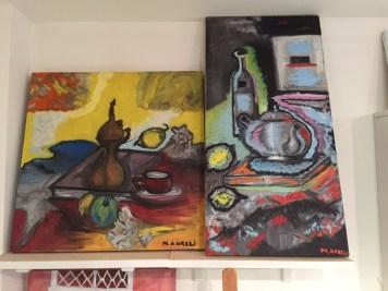 I quadri degli allievi in work in progress sono utili per dare tanto colore alla stanza