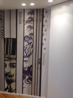 Magnifica questa carta con libri giganti, alla fine di un corridoio apre la porta di uno studio: decisamente in tema