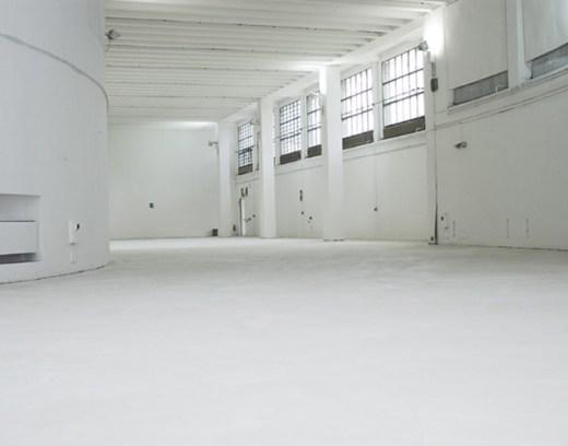 Applicata nella pavimentazione di un garage
