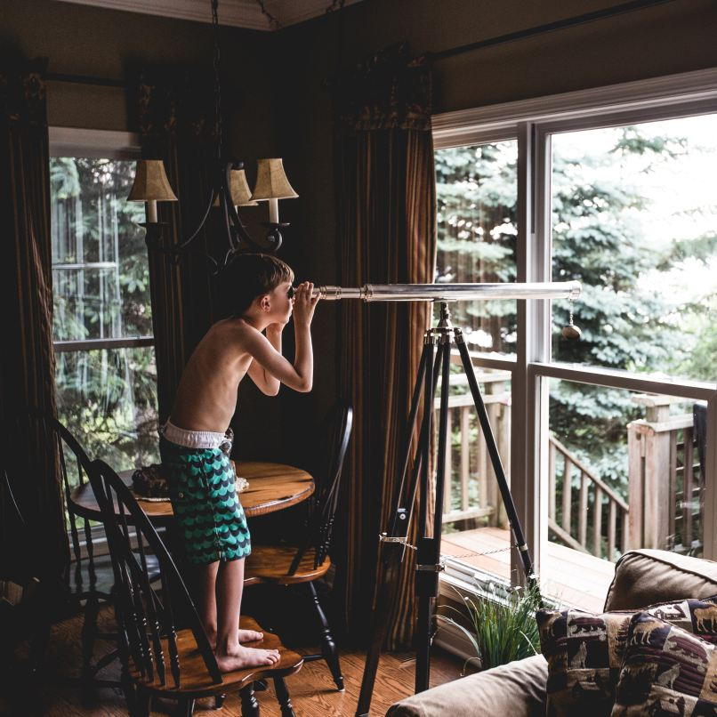 is your homeschooled child falling behind? www.marianamcdougall.com, child looking through telescope, Photo by Teddy Kelley on Unsplash