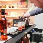 Bartender Adam MacDonald og drinken Clover Club