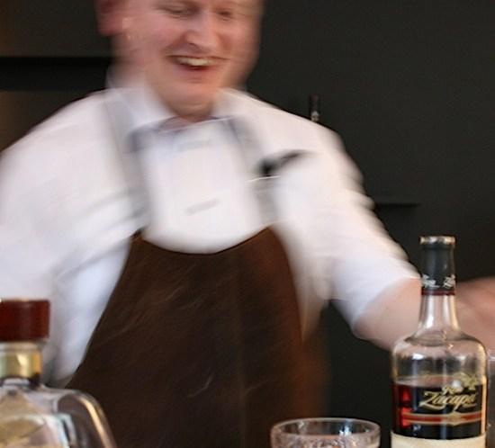 Bartender Jesper Høst med sine signaturdrinker