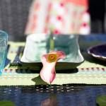 Borddekking av sommerlig og eksotisk festbord