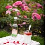 Indisk lassi med rosenvann og jordbær