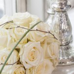 Lag selv blomsterdekorasjoner på festbord til jul og nyttår