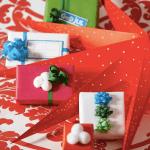 Fargerik innpakning av gaver til barna