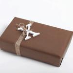 Maskulin innpakning til han i brunt og hvitt