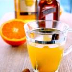Varm toddy med rom, appelsin og krydder