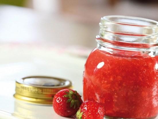 Rørte jordbær uten sukker