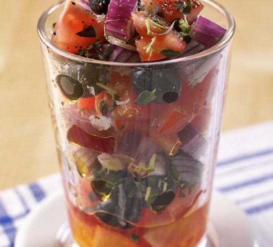 Sunn--oppskrift-på-hjemmelaget-Løk--og-tomatsalsa