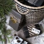 Gaveinnpakking i sort og natur