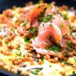 Omelett med laks og røde linser