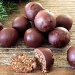Enkle og kjappe juletrøfler med sjokoladetrekk
