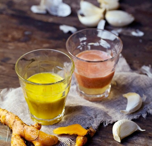 Oppskrift-på-sunne-gurkemeie-og-gazbacho-shots