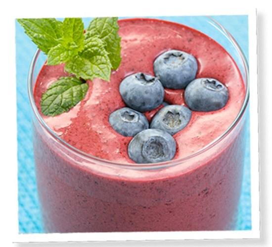 Sunn-oppskrift-på-blåbærsmoothie