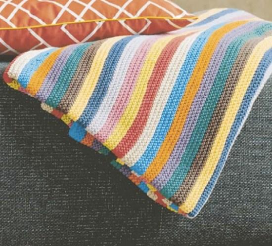 DIY-Lag-selv-strikket-teppe-med-striper