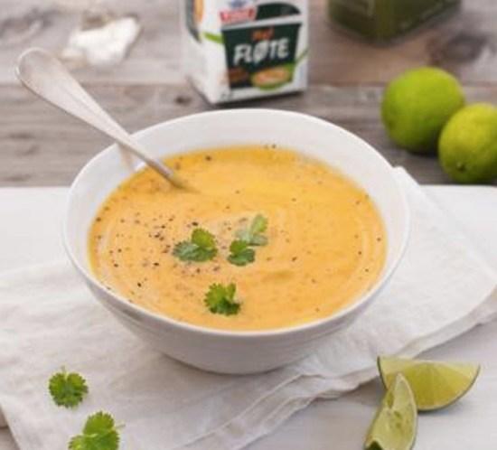 Enkel og sunn oppskrift-på-gulrotsuppe-med-lime