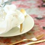Bord med alternativ duk og ustrøkne servietter