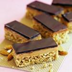 Sukkerfri lavkarbo konfektkake med karamellfyll og sjokoladetrekk