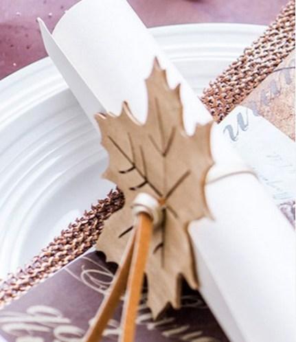 BORDDEKKINGSTIPS Høstbord med blader i tre