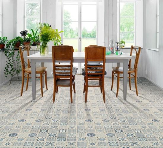 Marokkoinspirerte gulv fås som både laminat, vinyl og fliser. Tarkett Starfloor Click 30 Retro Indigo