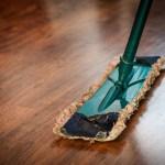 Ikke ødelegg tregulvet! Riktig vask av oljet, lakkert og malt gulv