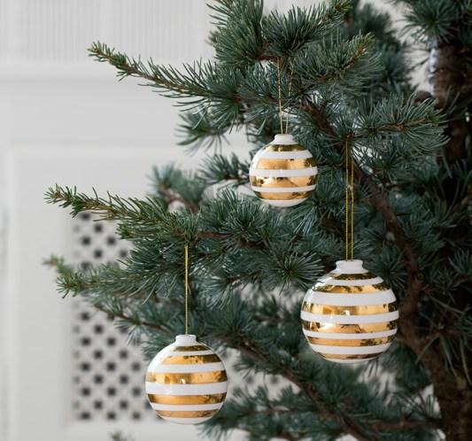 Omaggio - jul med ikoniske designstriper. ©FOTO Kähler