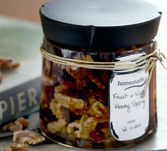 HJEMMELAGDE JULEGAVER Gyllen frukt-, honning- og nøttetopping