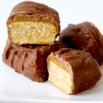 Nydelige små konfektbiter med smak av mandel og karamell