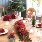 Blomsterdekorasjoner til det klassiske røde julebordet
