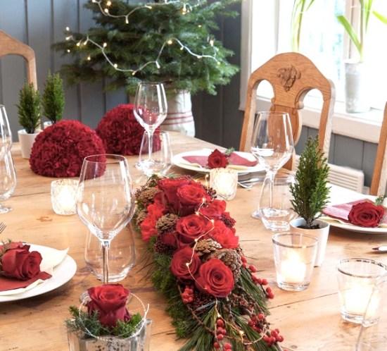 01 BORDDEKKING-Blomsterdekorasjoner i-rødt til julebordet
