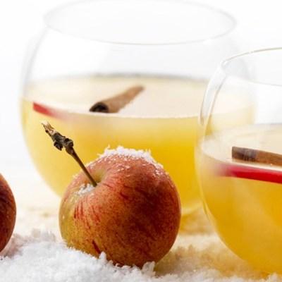 Varm epledrikk med kanel og calvados