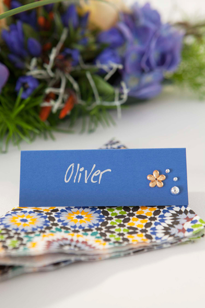 BORDDEKKINGSTIPS - DIY Lag selv blomsterdekorasjoner og bordkort