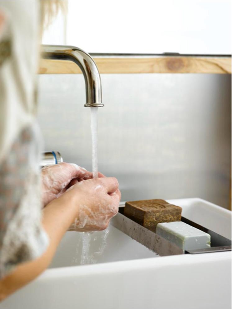 INTERIØRTIPS - DIY Platen i børstet sink er spesialbestilt hos blikkenslager.