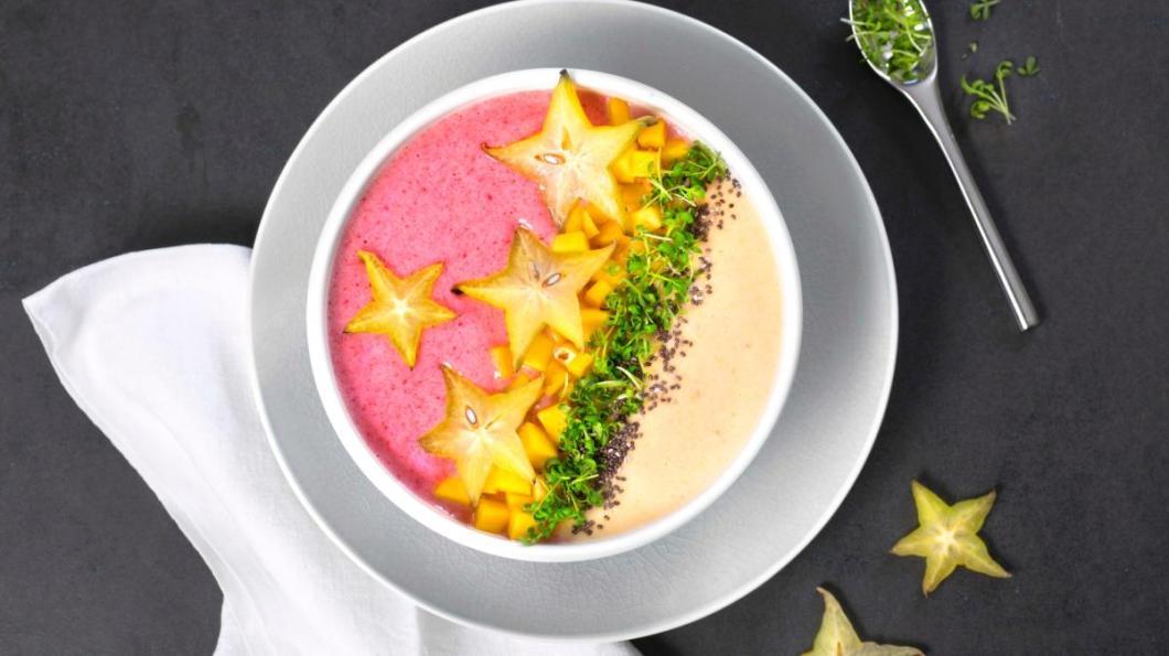 Oppskrift på smoothie bowl med bringebær, ananas, mango, stjernefrukt
