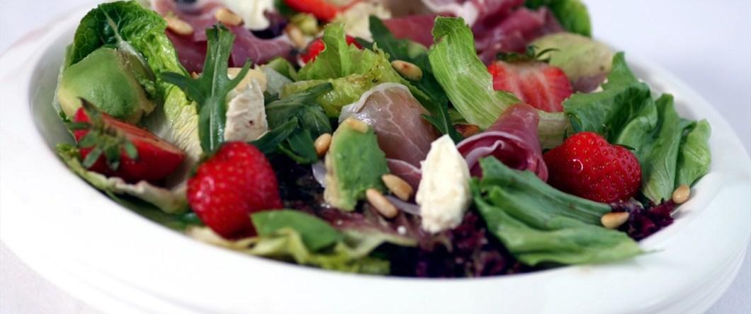 salat-med-jordbar-melon-og-avokado