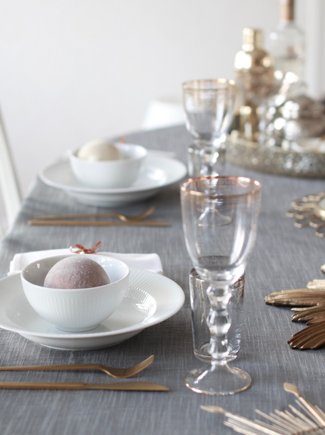 borddekking-julebord-metallisk