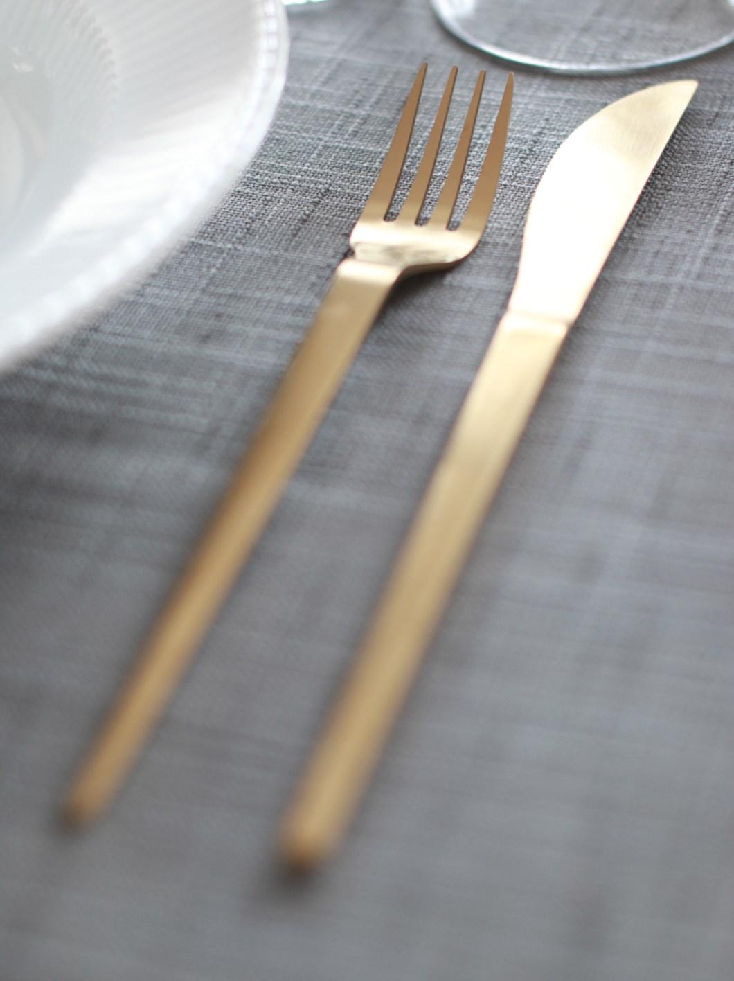borddekkingstips-gullbestikk-er-fint-pa-julebordet