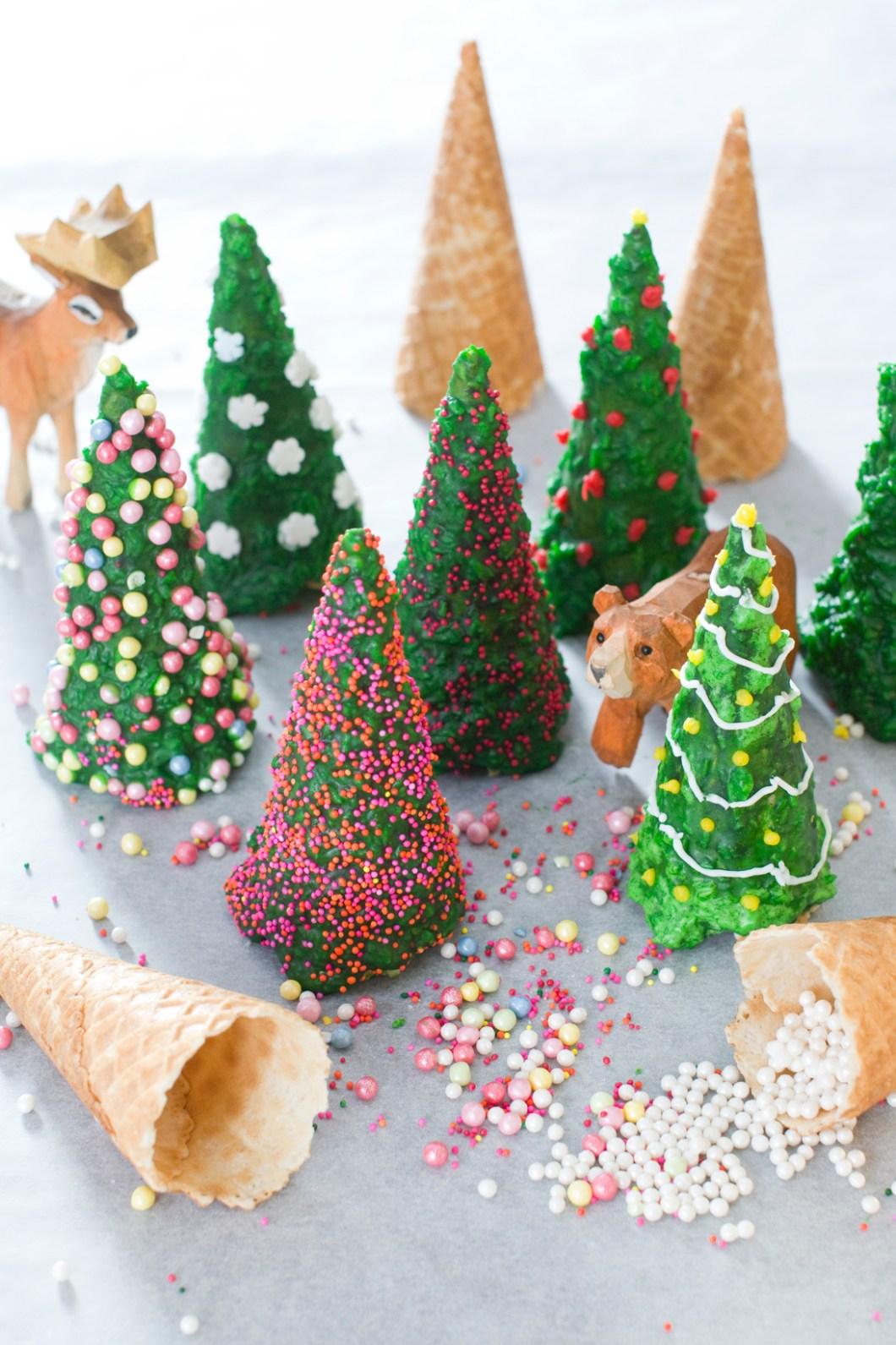 Pynt juletraer med kakepynt