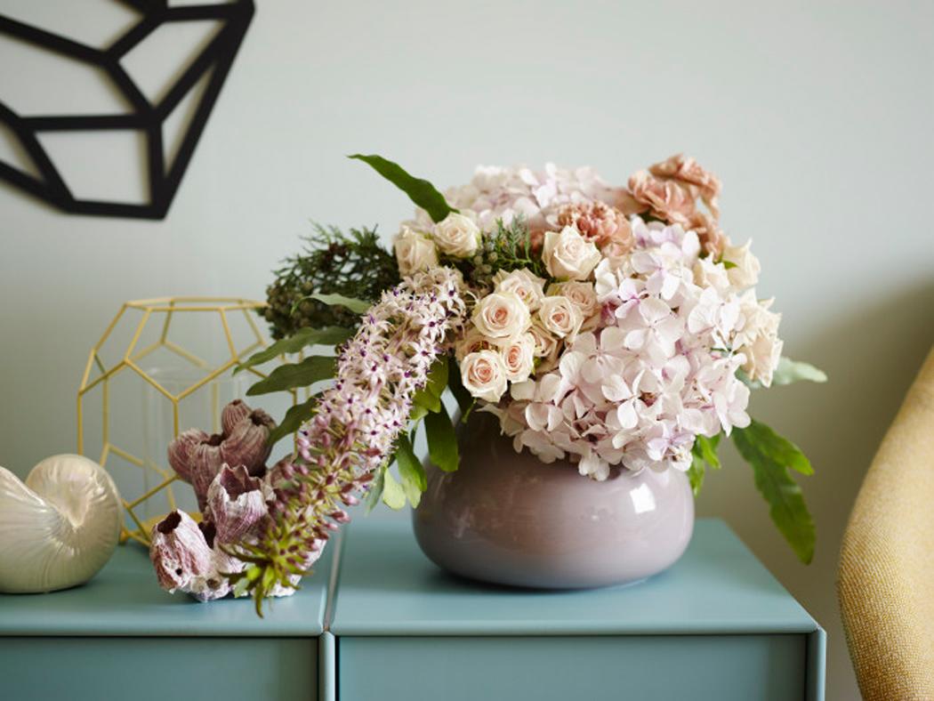 Blomsterbukett snittblomster rosa toner