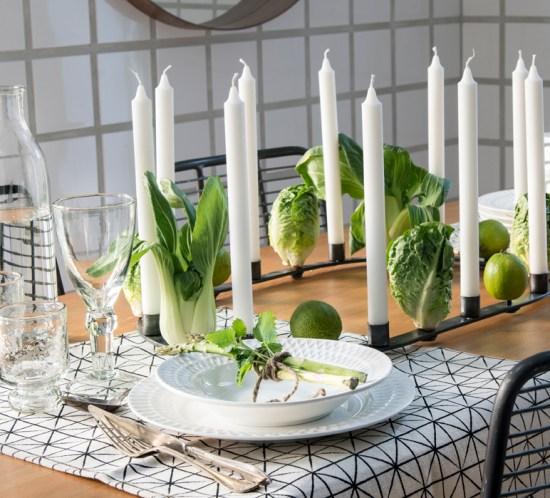 BORDDEKKING Festbord med groennsaker som dekor