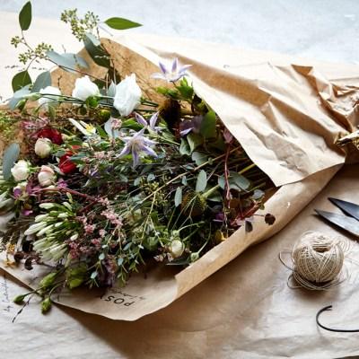 Syv slag markblomster i vasen
