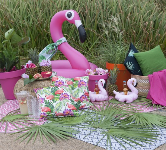 Theme party ideas: Tropical flamingo, fun cactus and pool party