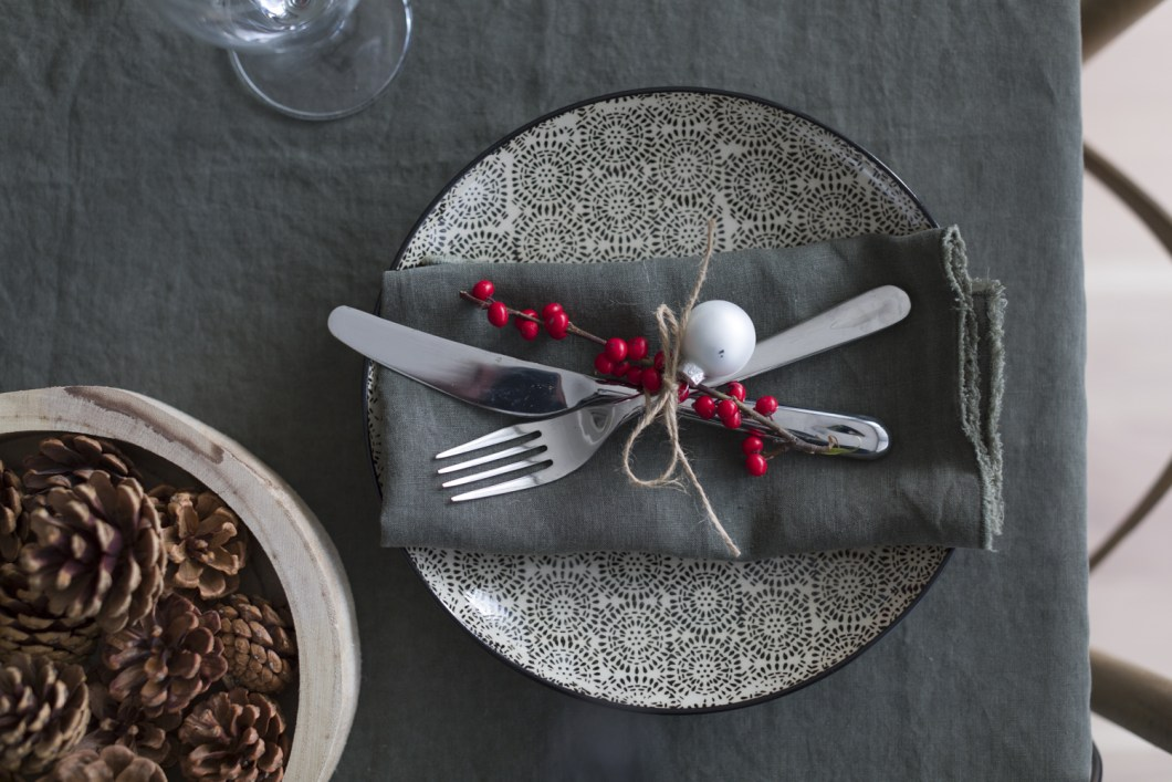 Easy peasy Christmas decorated napkins