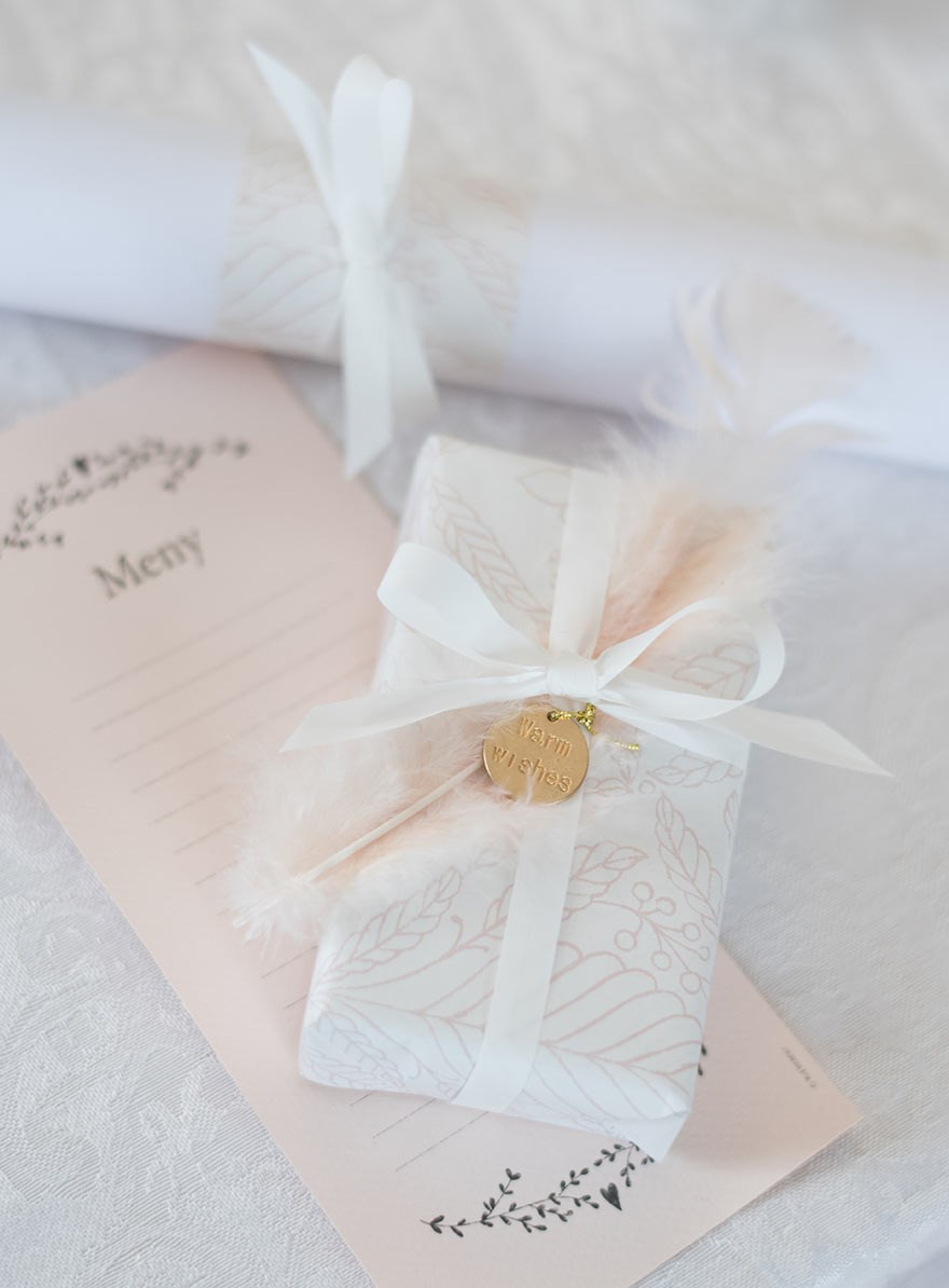 Creative ways to decorate presents for a wedding