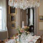 Staselig og romantisk bryllupsbord i rosa og gull