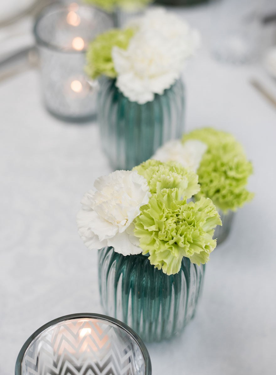 carnations table setting