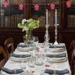 17. mai-bord i rødt, hvitt og grått
